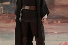 star-wars-luke-skywalker-crait-sixth-scale-figure-hot-toys-903743-06