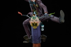 dc-comics-the-joker-premium-format-figure-sideshow-300473-05