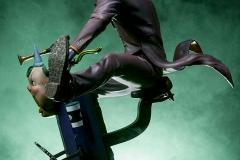 dc-comics-the-joker-premium-format-figure-sideshow-300473-36