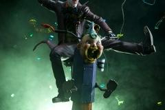 dc-comics-the-joker-premium-format-figure-sideshow-300473-03