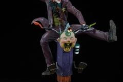 dc-comics-the-joker-premium-format-figure-sideshow-300473-06