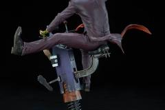 dc-comics-the-joker-premium-format-figure-sideshow-300473-10