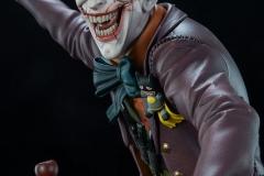 dc-comics-the-joker-premium-format-figure-sideshow-300473-14